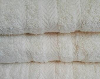 Personalised Luxury 100% Cotton Cream Bath sheet 550 gsm