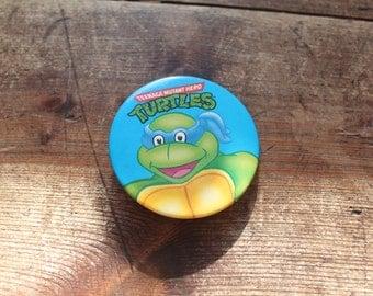 Teenage Mutant Hero Turtles Leonardo retro pin badge