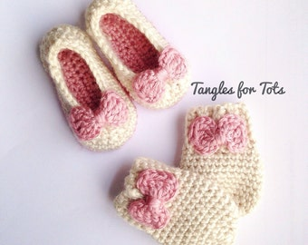 Baby bow slippers and mittens set