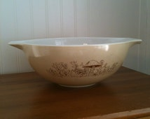 Sale!  Vintage Pyrex Mix and Pour Bowl 4 Quart 444 Oatmeal color with brown mushrooms