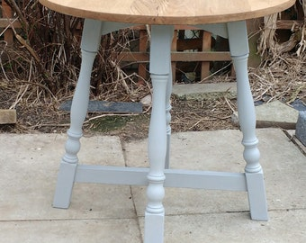"Round ""pub style"" table - fully renovated - shabby chic"