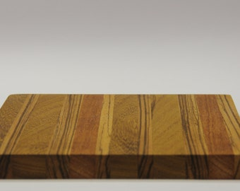 Handcrafted solid wood cutting board 24 x 24 x 2 cm