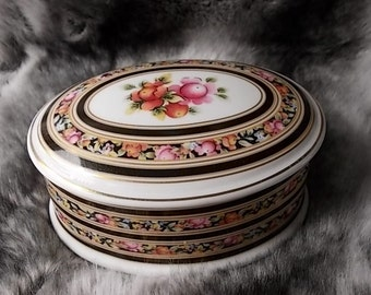 Wedgwood Trinket Box, Dressing Table, Fine Bone China, Home Decor, Clio Range 1992, Lidded, Roses in Bloom, Quality, Feminine Vintage Box