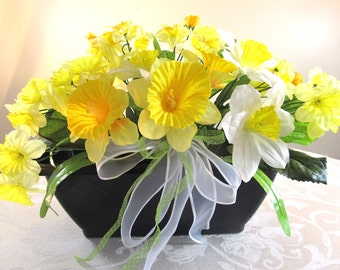Yellow Daffodil Floral Arrangement, Silk Yellow Floral Table Decoration, Spring Daffodil Home Decor, Yellow Bridal Wedding Table Decoration