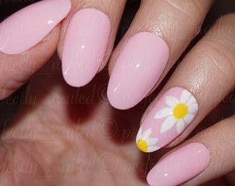 Baby pink and daisy/flowers/floral print • Handpainted False Nails • Fake Nails • Press on Nails • Stick on Nails