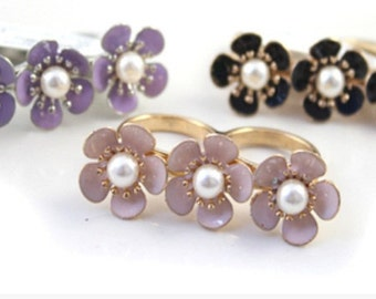 WHR223 White Chapel Pantone Pink Purple Black Flower Pearl  Two Fingers Dual Ring