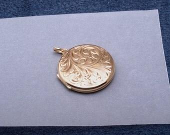 9ct gold engraved locket