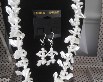 White mother of pearl necklace and earrings