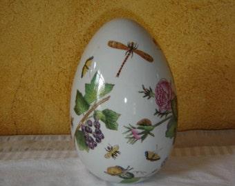 Bel oeuf en céramique genre art nouveau. Ceramic egg  new art genre.  France.