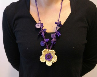 Adorable wooden flower necklace with fabulous colors
