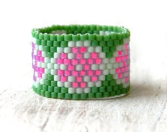 Size 10 ring Flower ring Flower beaded ring Wide band ring Seed bead ring Summer jewelry Cute beaded ring Seed bead jewelry Flower jewelry