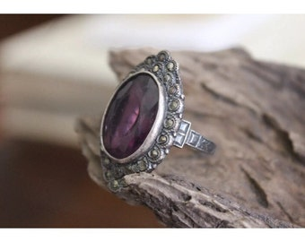 SALE - Vintage Sterling Silver Purple Large Stone Ladies Costume Ring - Size 7.5