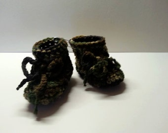 Baby Booties Crocheted with a bow