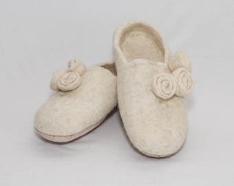 Handmade felt slippers, white
