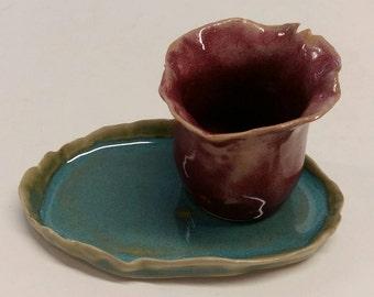 Dish with flower-shaped vase.