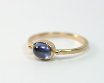 750 gold ring with blue Sapphire