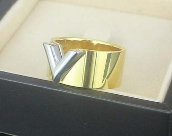 Fashion Jewelry Women's V Buckle  Stainless Steel Ring in Gold Color