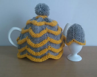 1 Teapot and 4 Egg cosy's in gray and mustard.