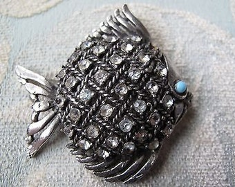 Retro Fish Brooch with beautiful Rhinestones
