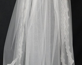 Bridal Veil with 2 layers and scalloped lace edging