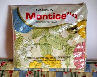 Vintage twin fitted bottom sheet unopened 1970s, Floral pattern unopened bed sheet cotton and polyester, Retro bedding twin fitted sheet