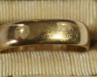 Vintage, 14K yellow gold wedding band - ring size 9.5