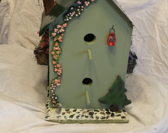 Country living birdhouse