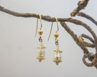 Fresh water pearl dangle earring on 24kt gold plated brass