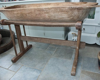Large 18th century French 'Le Petrin' or dough bin also called a dough trough in excellent condition