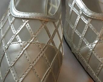 NIB Silver Shoes 8.5 WW, low heel