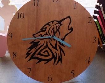 Clock pattern cut Wolf 31cm in diameter