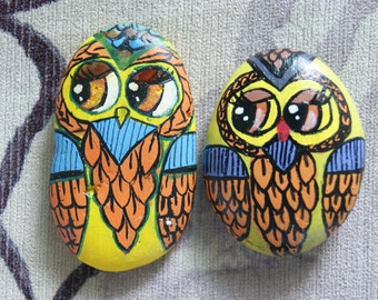 2 hand painted rock owls, pebbles,stone, paper weight, rock art.