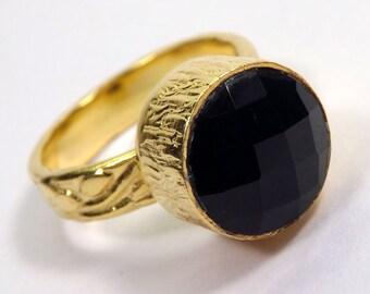 Ring with stone semi-precieuse black