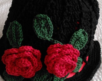 Summer hat with roses
