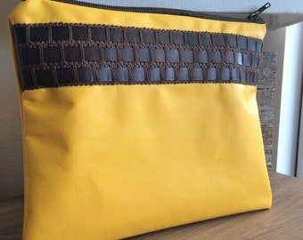 Pochetteen yellow leather and brown leather stripe