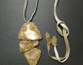 Mother of Pearl in wire