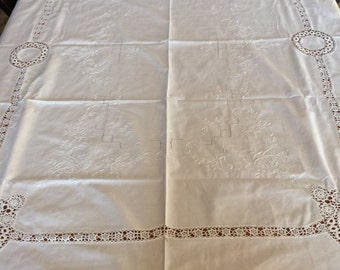 White Linen Table Cloth and Napkin Set