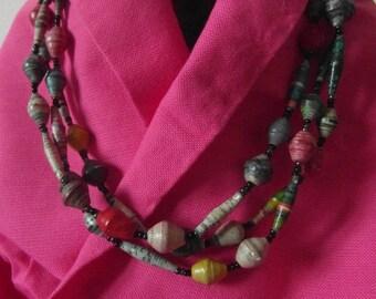 Upcycling-Halskette aus Papierperlen
