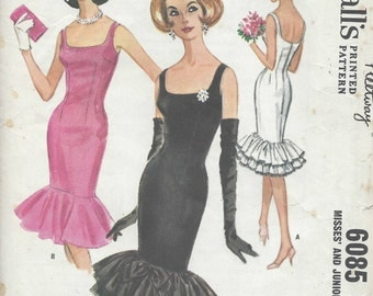 1961 Vintage Sewing Pattern B34 WIGGLE DRESS (R920) McCalls 6085