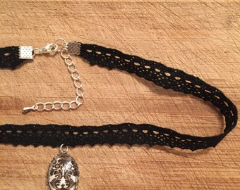 90s Inspired Lace Choker with Pendant   FREE UK SHIPPING   PepperCat
