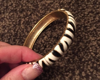 Vintage costume jewellry BANGLE