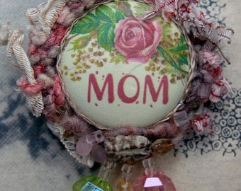 Mothers' Day Brooch - Mom loves Pink Roses