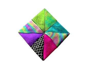 Quilt Block Pin, Pinwheel Quilt Block Pattern Pin, Quilt Jewelry, Quilt Magnet