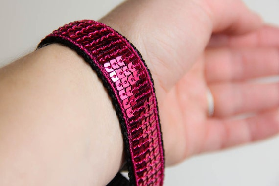 Wrist keychain - wristlet - Dark Pink - sequins - glitter - paillettes - useful - Sparkle - stocking stuffer - Christmas - Valentine's Day