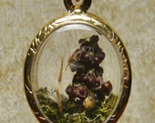 Terrarium Pendant - Medium Gold Oval