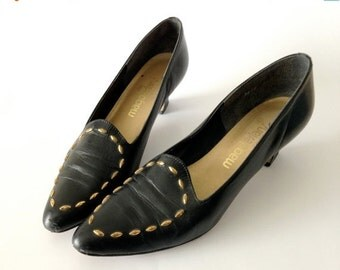 sale classic vintage studded leather pumps / Made in USA / black leather with faceted brass stud detail / sculpted heels / womens sz 7.5 8 M