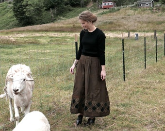 Victorian Winter Folk Skirt Size Small