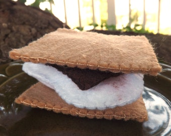 Felt S'more - Play Food Set - Pretend Play - Fake Food - Camping Toy - Roasted Marshmallow - S'more Plushie - Handmade