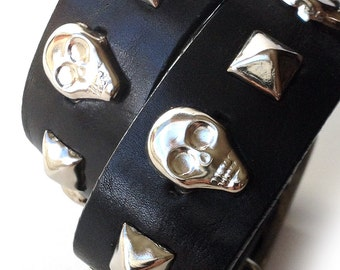 Black Leather Dog Collar with Silver Skulls and Studs, Size Large Dog to fit a 18-21 Neck, OOAK