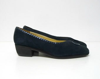 LIKE NEW!!! Rangoni of Florence . black suede leather pumps . size 6 B . made in Italy